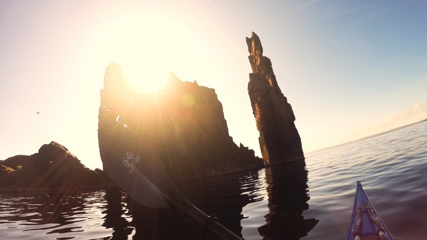 Sea kayaking in Shetland – paddling past the Drongs